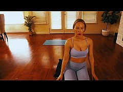 Clip sex Come Do Yoga With This MILF.....