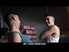 Clip sex BrotherCrush - Muscular Stud Sucks His Little Stepbrother's Cock