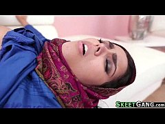 Clip sex Sexy Arab Teen Takes a Fat Load in her Tiny Pussy