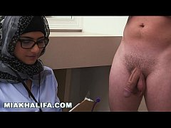 Arab Mia Khalifa Compares Big Black Cock to Whi...