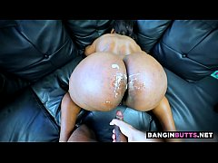 Jiggly butt cakes get glazed with cum
