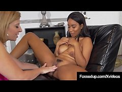 Young Black Jenna Foxx Learns Pussy Licking from Sara Jay!
