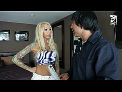 Mexican cable guy fucks big titted horny girl!!! Lolly Ink