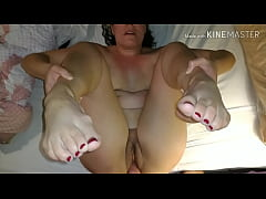 Dick loving wife with pretty red toes gets her ...