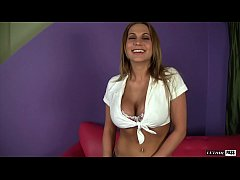 Sexy MILF Alanah Rae Oils Up Her Huge Tits & Sh...