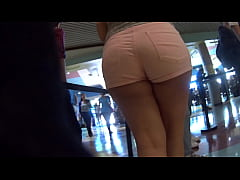 Candid pawg in pink booty shorts