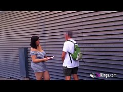 Nataly takes it to the streets in Barcelona to hunt a rookie to fuck. An ode to the curvy woman