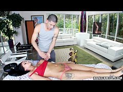 Babe gets a Hot Rubdown from Massage Therapist