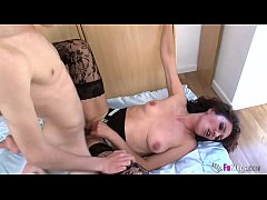The horniest mature drilled by the youngest guy: Zazel vs El Niño Polla