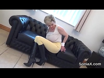Cheating british milf lady sonia pops out her heavy naturals