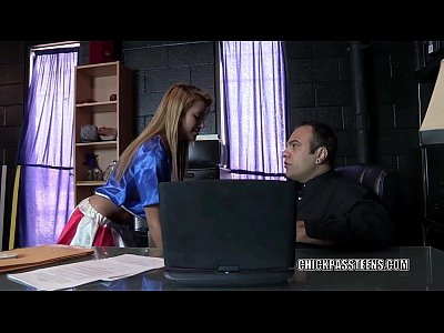 citas sexuales en Latina coed Marina Angel is getting fucked by an old dude