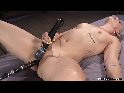 porn free in Blonde gets orgasm with vibrator and machine