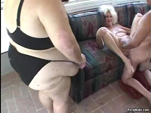 Granny and BBW in threesome action