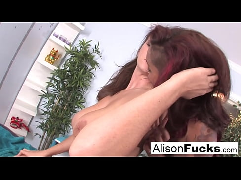 Clip sex Sexy Skin Daimond uses her fingers and mouth to massage Alison Tyler
