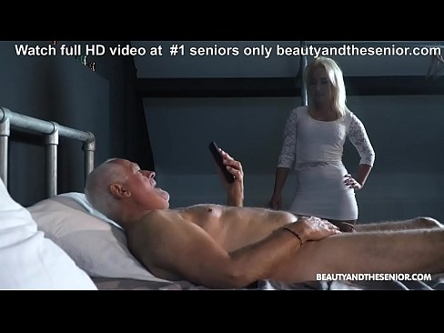 Clip sex Grandpa wants to wank but step-niece comes and fucks him