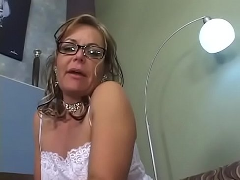 Clip sex Grandma gets smashed on the bed