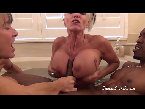 Clip sex BBC BATHTIME WITH TWO STUNNING MILFS