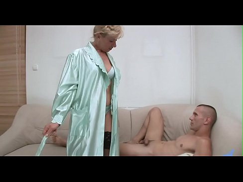 Smoking sexy mature in action's Thumb