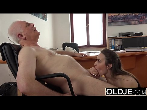Clip sex Teen with old cock in her mouth she gags on it but loves grandpas