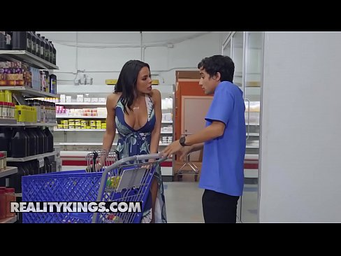 Clip sex Milf Hunter - (Luna Star, Ricky Spanish) - Grocery Store Milf - Reality Kings