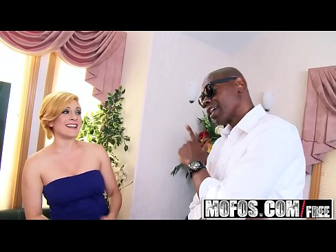 Mofos – Milfs Like It Black – Vixxxen Hart – Piece of Dark Meat