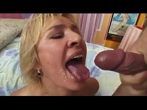 Clip sex Mia, natural tits, a horny Fickpussy, shows you today in the clock wobbly breasts and their dealings with his horny, stiff tail ... have fun