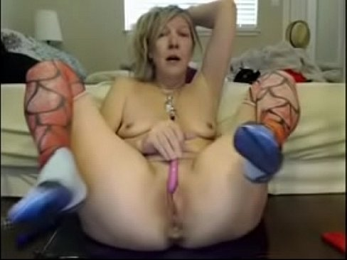blonde mature milf goes crazy squirting everywhere