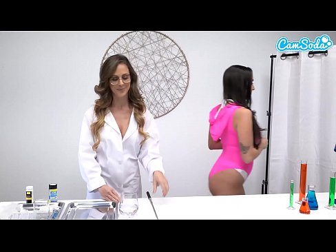 Is squirt pee or not? Hottest lesbian milf squirting scene EVER