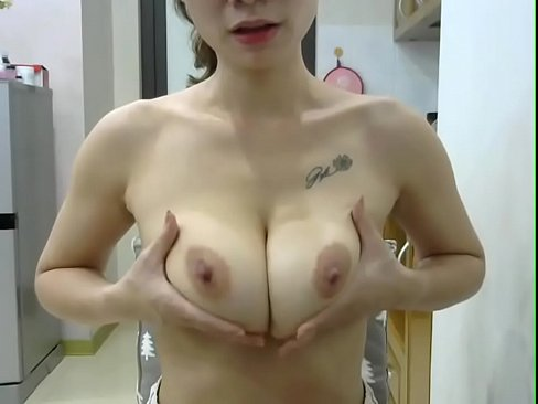Clip sex Big Tits Vietnamese Shows her boobs and perfect body - VNCamShows