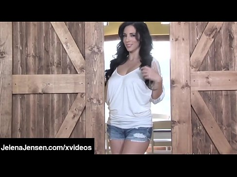 Clip sex Busty Penthouse Pet Jelena Jensen Fucks Her Bush In A Barn!