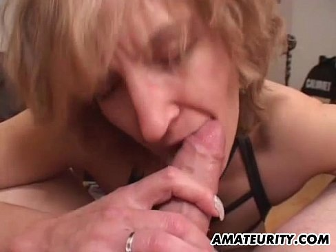 Amateur Mom gives (フェラ)blowjob with cumshot in mouth