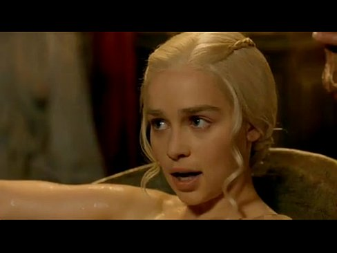 Emilia Clarke Game of Thrones S03 E08