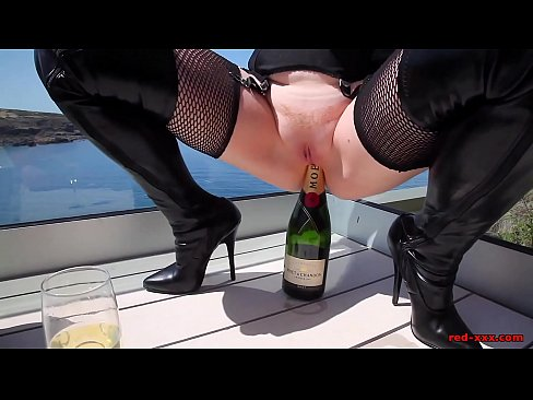 Mature Red XXX fucks a champagne bottle outside