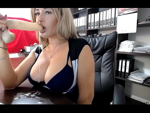 Clip sex Busty Cam Milf Squirts All Over The Desk