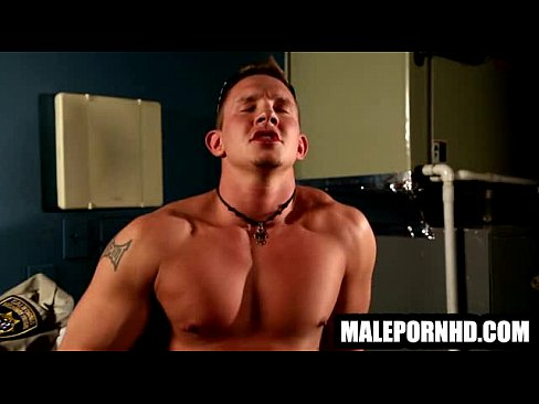 Bodybuilder hard dick jerked off