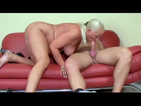 Fit stud gets to fuck a curvy mature blonde and cream her face