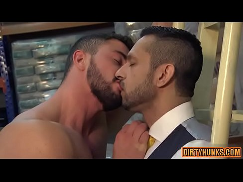 Muscle gay anal sex and cumshot - XVIDEOS COM