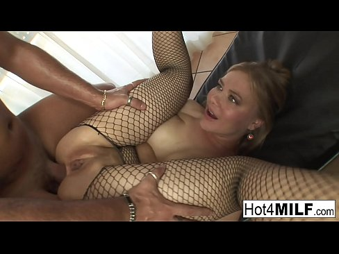 MILF takes it up the ass