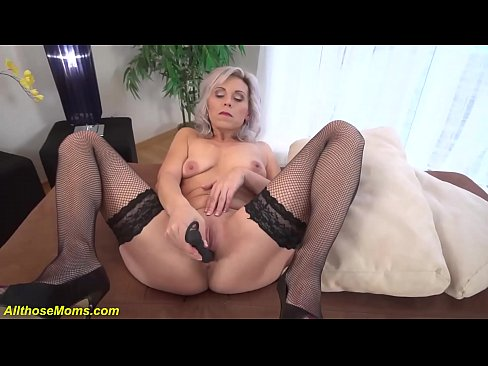Clip sex grandma toying her old dry pussy
