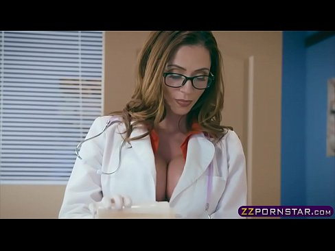 Clip sex Milf doctor with huge boobs fucks with a confused patient