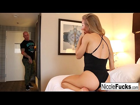 While Derrick takes a shower Alix Lynx & Nicole Aniston play lesbian games
