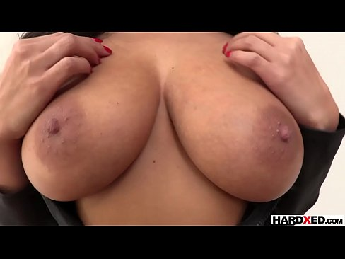 Clip sex Gorgeous Anissa Kate gets ready for a rough anal fuck