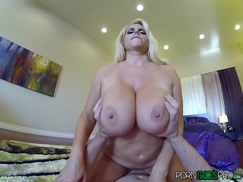 taking scale in her pussy porn pics