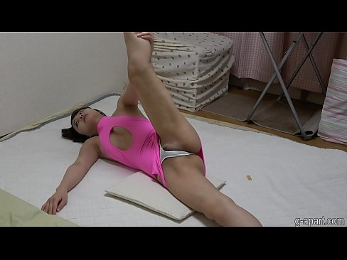 Clip sex Slender japanese girl pubic hair filling out in tight panties