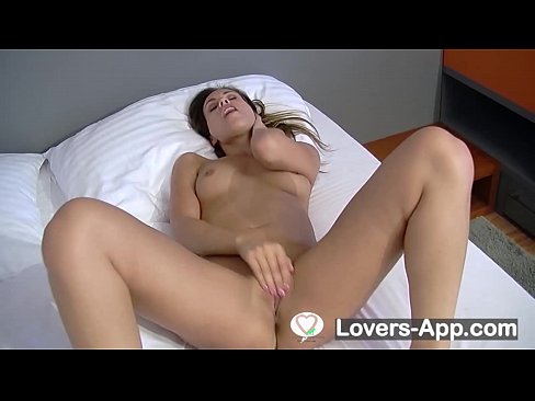 My girlfriend with the camera awakened bring her to fingering and a great orgasm