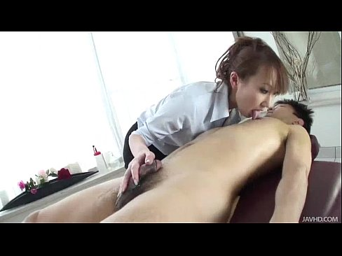 Gorgeous Anna gives a great massage for her horny client