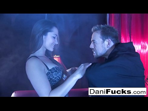 Clip sex Sexy Dani Daniels gets down and dirty with her Count Dracula