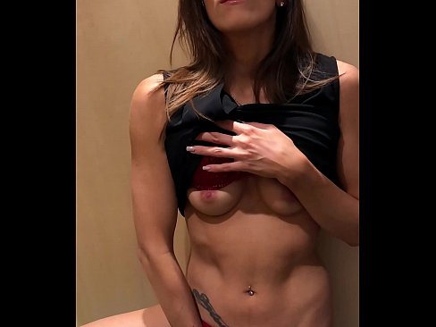 Clip sex I'm beeing naughty in a fitting room