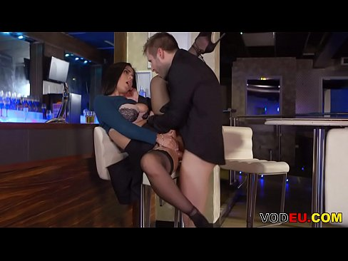 Clip sex VODEU - Pretty babe fucks in a bar