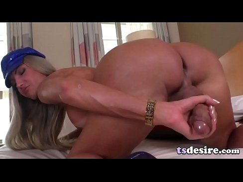 Busty Tranny Hottie Bia Spencer Makes Herself Cum